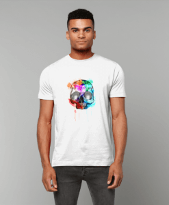 Man wearing a white t-shirt with painted skull design